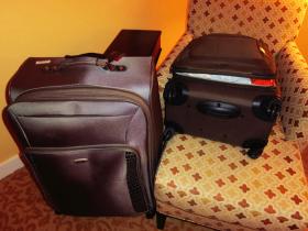 ハワイにサムソナイトのスーツケース
