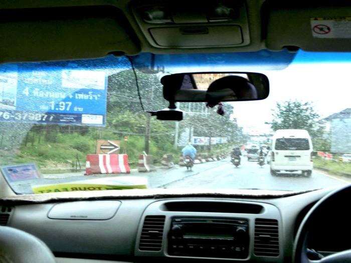 タイのプーケット 空港から市内の行き方