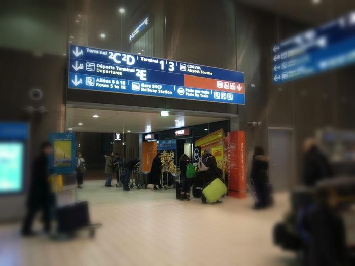 空港のスーツケース