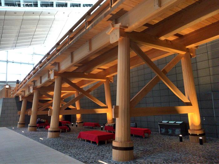 日本橋の下も休憩スペース