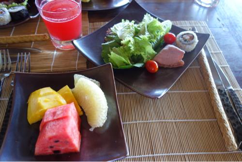 朝食のサラダ