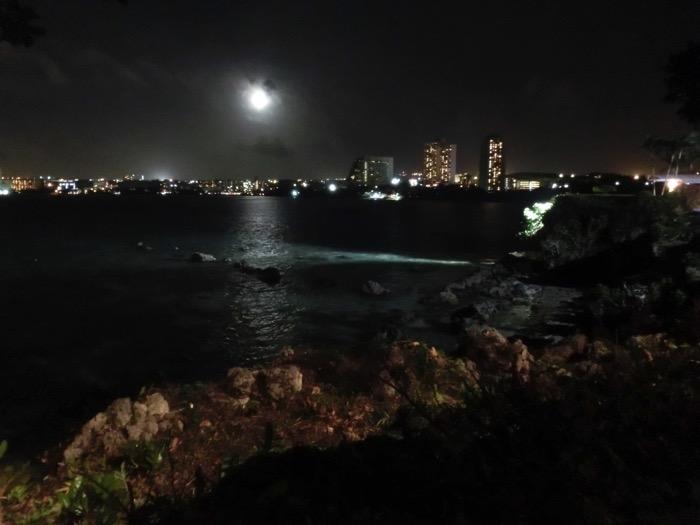 グアム 夜の海