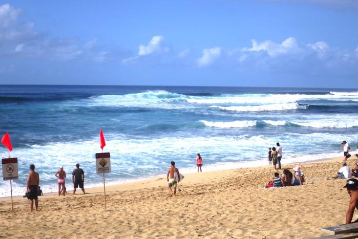 ハワイ ビーチ 波