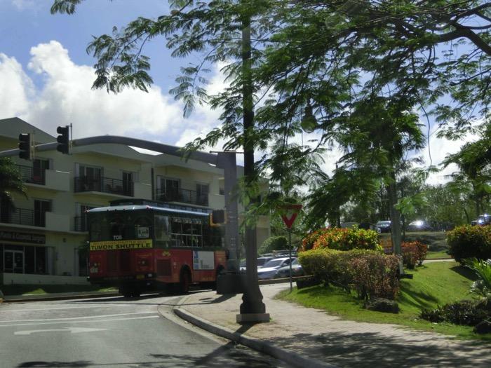 グアム 移動手段 バス