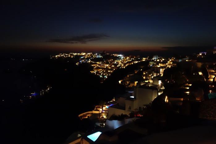 サントリーニ島の夜景