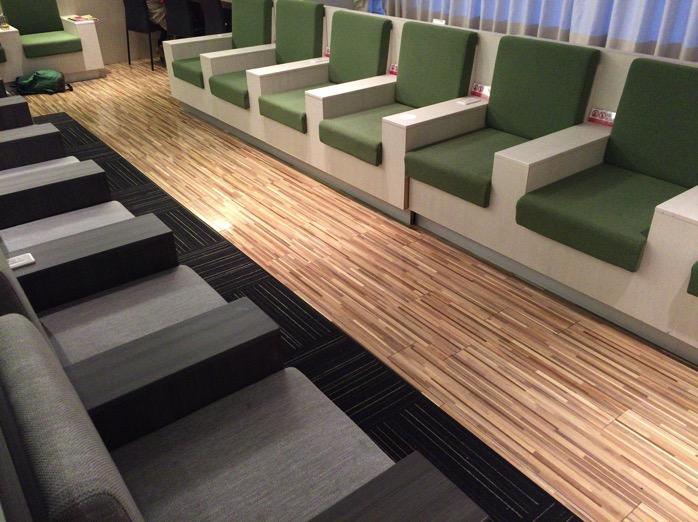 成田空港ラウンジのソファ